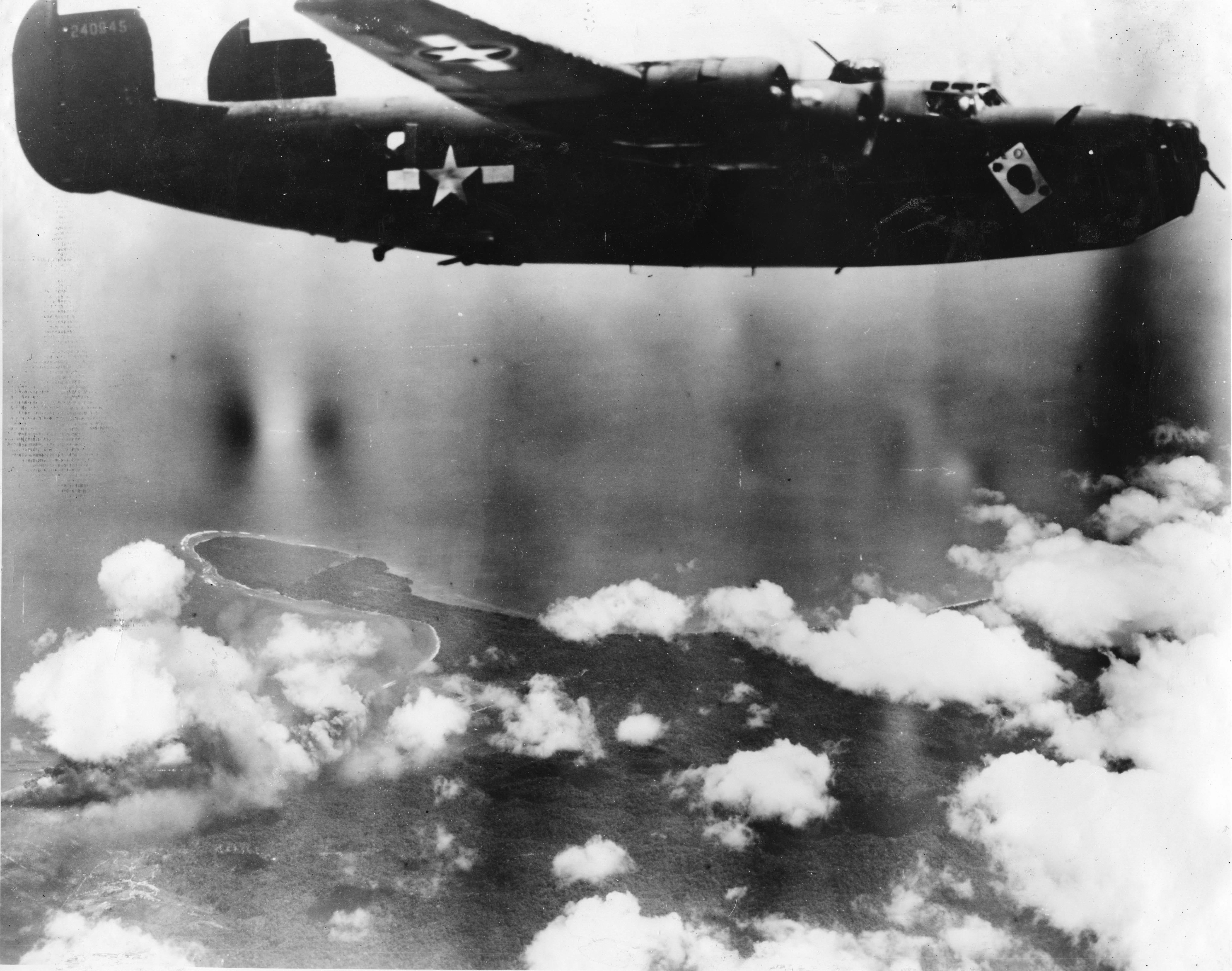 Ace O' Spades - B24 - 43rd Bomb Group - 403rd Squadron - Serial #42-40945 - PH00006323 (Frederick German Collection)